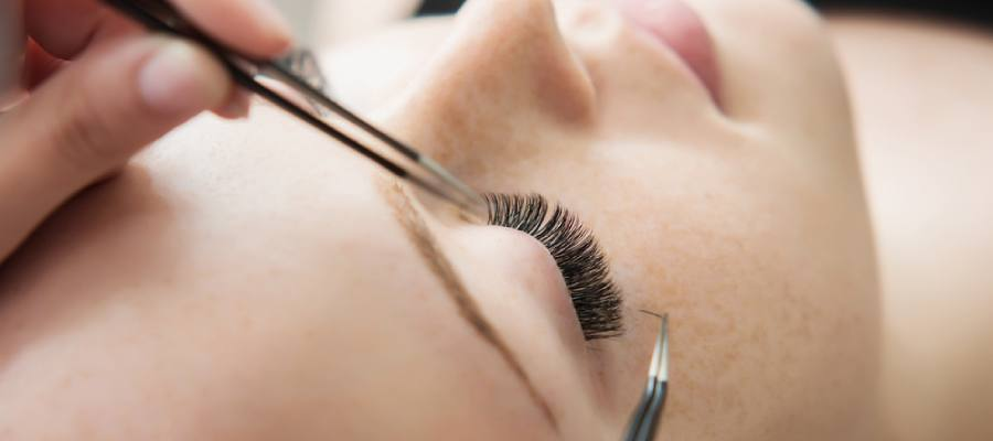 Can False Eyelashes Damage Natural Lashes